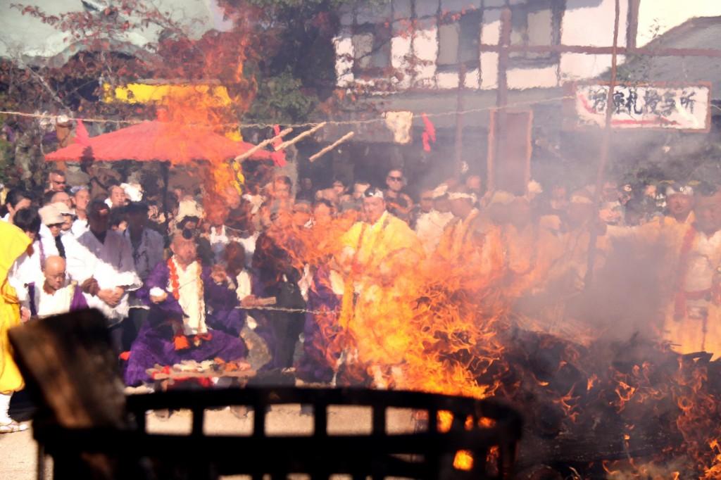 宮島にある大聖院で春の火渡り式が開催されます
