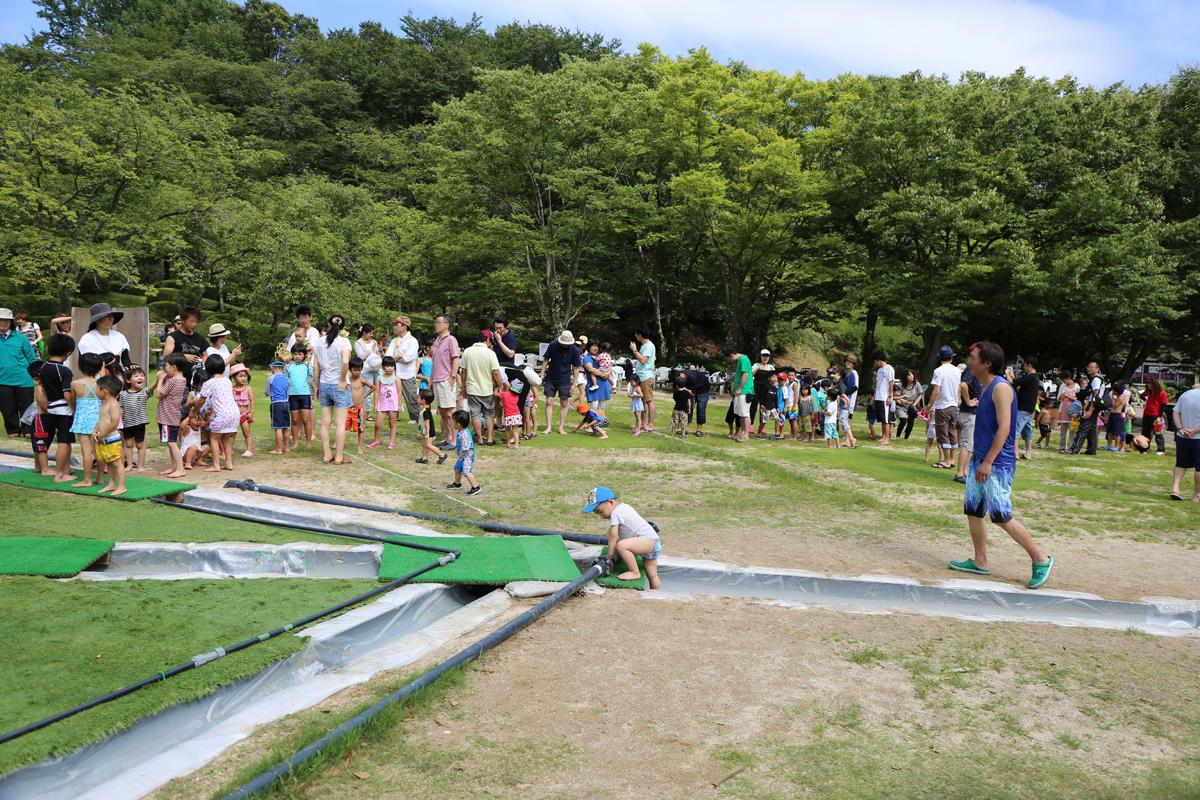 広島市植物公園に巨大噴水迷路が登場
