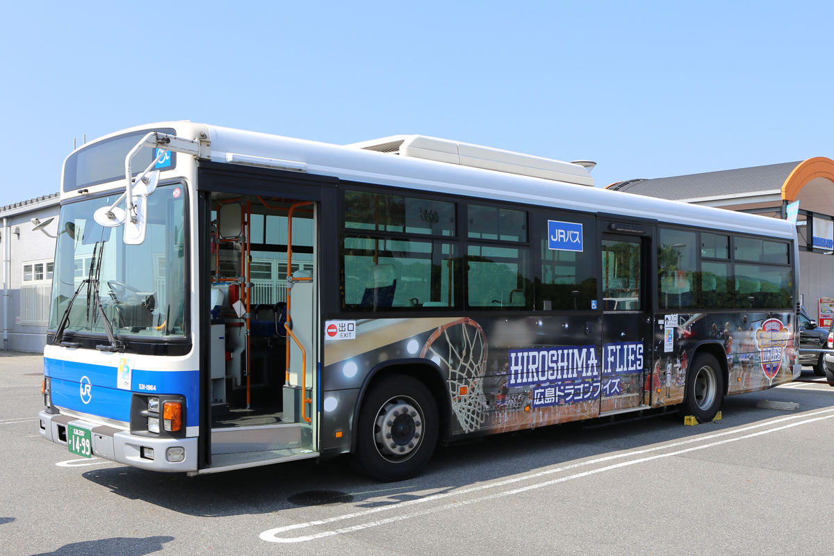 広島ドラゴンフライズラッピングバス1